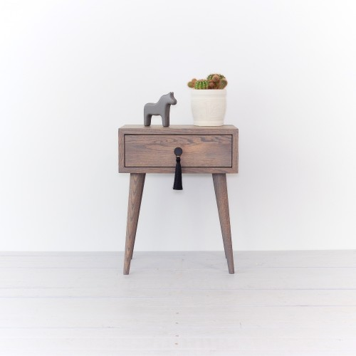 Ąžuolinė lovos spintelė/staliukas  pilka alyva (NO-02-EG)